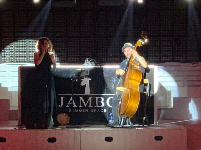 https://www.ragusanews.com//immagini_articoli/05-07-2019/jazz-al-jambo-i-mercoledi-ingresso-libero-500.jpg