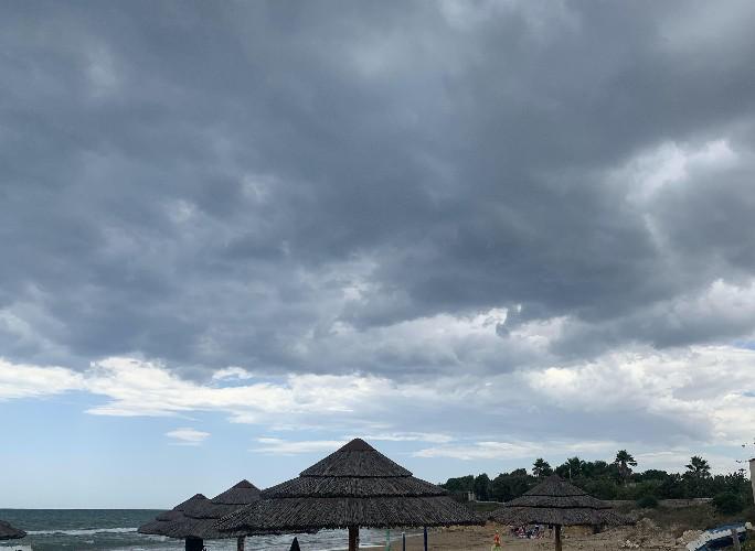 https://www.ragusanews.com//immagini_articoli/05-07-2020/domenica-5-luglio-piove-sulle-spiagge-siciliane-500.jpg