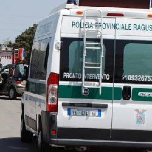 http://www.ragusanews.com//immagini_articoli/05-08-2015/incidente-con-due-feriti-sulla-ragusa-mare-500.jpg