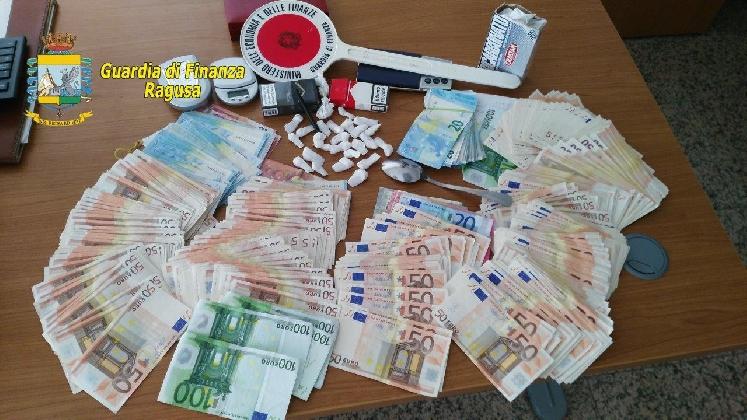 https://www.ragusanews.com//immagini_articoli/05-08-2016/cocaina-arrestato-spacciatore-della-ragusa-bene-420.jpg