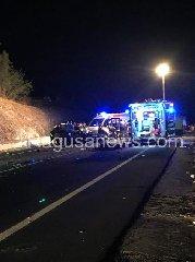 https://www.ragusanews.com//immagini_articoli/05-08-2019/1564982849-incidente-ragusa-marina-di-ragusa-cappotta-un-camion-1-240.jpg