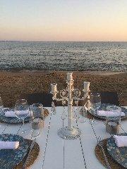 https://www.ragusanews.com//immagini_articoli/05-08-2019/1565035631-porto-ulisse-beach-al-centro-trend-foto-2-240.jpg