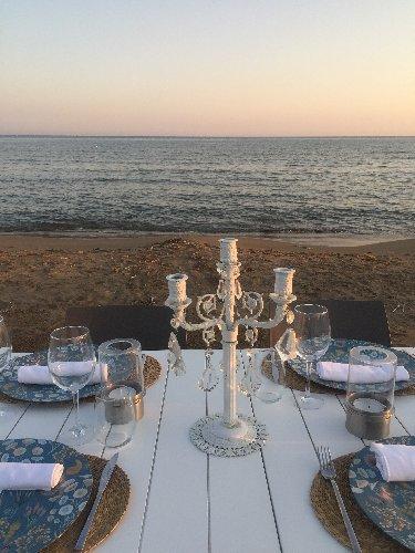 https://www.ragusanews.com//immagini_articoli/05-08-2019/1565035631-porto-ulisse-beach-al-centro-trend-foto-2-500.jpg
