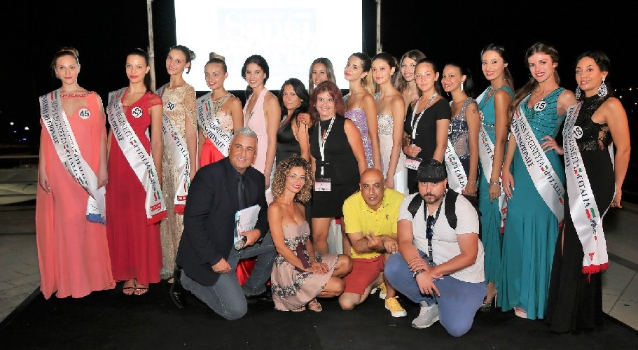 https://www.ragusanews.com//immagini_articoli/05-08-2019/marina-di-ragusa-miss-siciliane-a-chianciano-terme-500.jpg