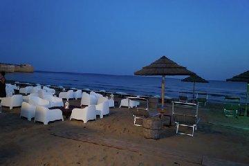https://www.ragusanews.com//immagini_articoli/05-08-2019/porto-ulisse-beach-al-centro-trend-foto-240.jpg