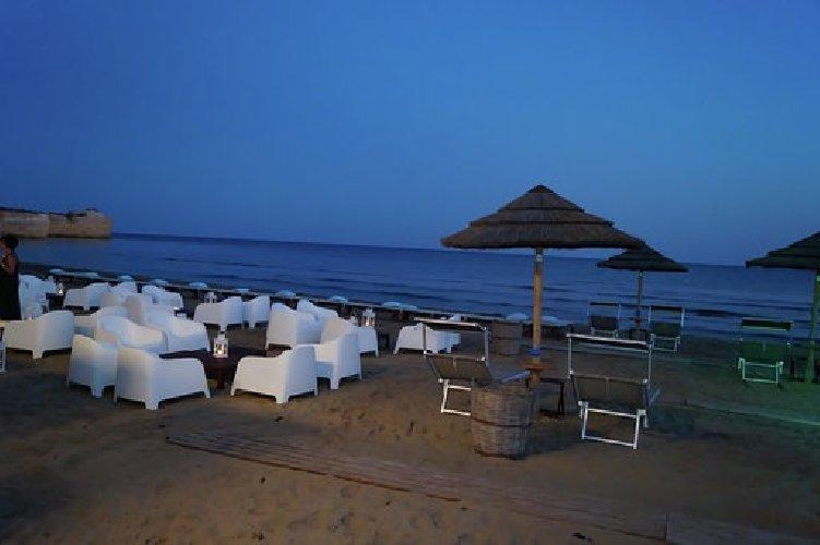 https://www.ragusanews.com//immagini_articoli/05-08-2019/porto-ulisse-beach-al-centro-trend-foto-500.jpg