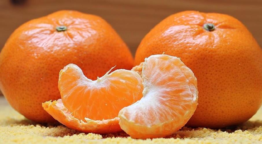 https://www.ragusanews.com//immagini_articoli/05-08-2020/dimagrire-con-arance-e-mandarini-500.jpg