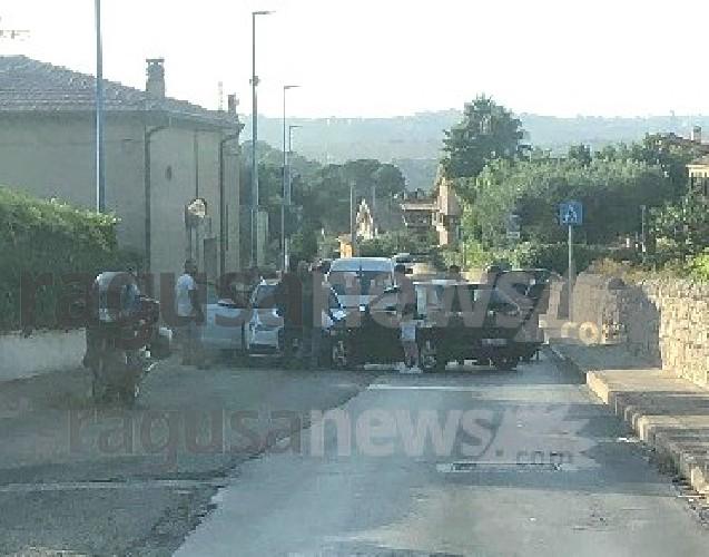 https://www.ragusanews.com//immagini_articoli/05-08-2020/incidente-in-via-trani-a-modica-500.jpg