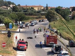 https://www.ragusanews.com//immagini_articoli/05-08-2020/sicilia-scontro-fra-scooter-e-auto-muore-ex-pilota-argentino-240.jpg