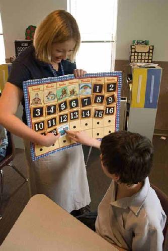 http://www.ragusanews.com//immagini_articoli/05-09-2012/pozzallo-bimba-down-chiede-il-suo-insegnante-di-sostegno-500.jpg