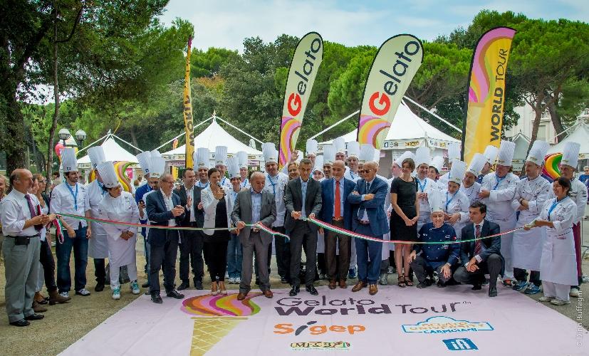http://www.ragusanews.com//immagini_articoli/05-09-2014/inaugurato-il-gelato-world-tour-di-rimini-500.jpg