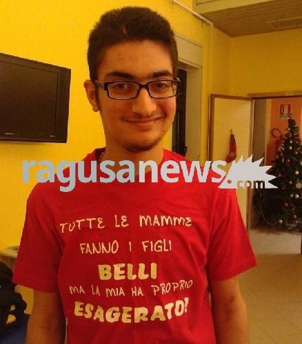 http://www.ragusanews.com//immagini_articoli/05-09-2017/morto-andrea-gravina-22enne-vittima-dellincidente-vittoria-500.jpg