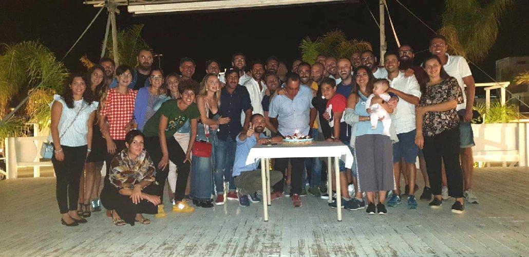 https://www.ragusanews.com//immagini_articoli/05-09-2019/1567636421-donnalucata-festeggiati-i-39-anni-di-enrico-1-500.jpg