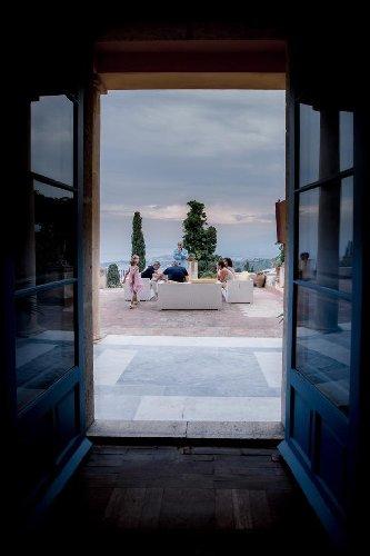 https://www.ragusanews.com//immagini_articoli/05-09-2019/1567678086-la-casa-che-ha-ospitato-andrea-bocelli-a-taormina-foto-2-500.jpg