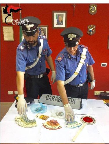 https://www.ragusanews.com//immagini_articoli/05-09-2019/comiso-droga-arrestato-un-gambiano-500.jpg