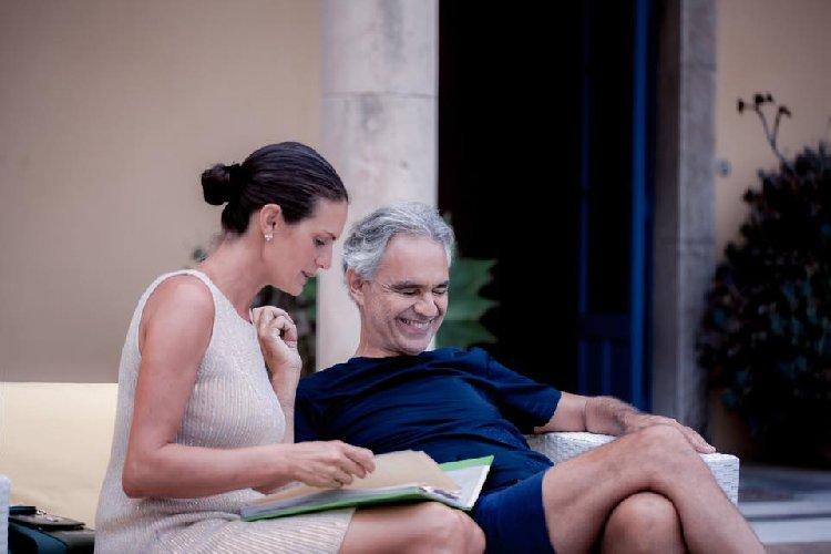 https://www.ragusanews.com//immagini_articoli/05-09-2019/la-casa-che-ha-ospitato-andrea-bocelli-a-taormina-foto-500.jpg