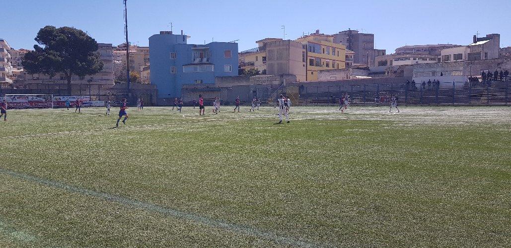 https://www.ragusanews.com//immagini_articoli/05-09-2019/modica-agibile-e-in-modo-permanente-lo-stadio-vincenzo-barone-500.jpg
