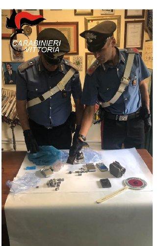 https://www.ragusanews.com//immagini_articoli/05-09-2019/scoglitti-droga-arrestato-claudio-leone-500.jpg