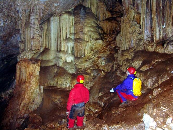 http://www.ragusanews.com//immagini_articoli/05-10-2014/un-corso-di-speleologia-500.jpg