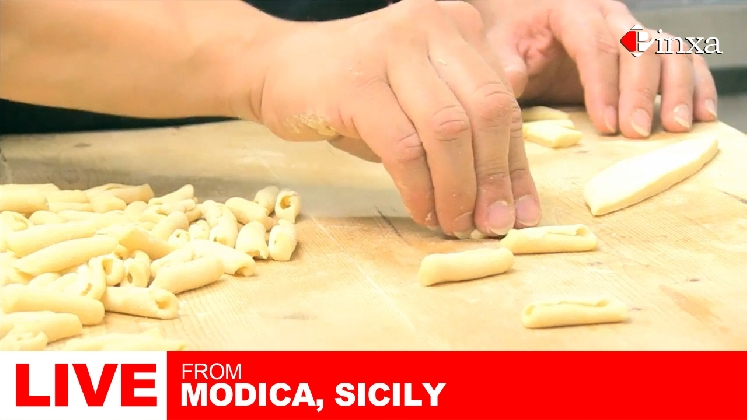 http://www.ragusanews.com//immagini_articoli/05-10-2016/modica-e-melbourne-corso-online-di-cucina-iblea-420.jpg