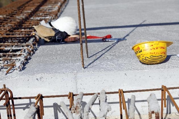 http://www.ragusanews.com//immagini_articoli/05-10-2016/modica-incidente-mortale-sul-lavoro-perde-la-vita-tonino-frasca-420.jpg