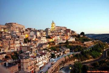 https://www.ragusanews.com//immagini_articoli/05-10-2018/monterosso-almo-festa-famiglia-240.jpg