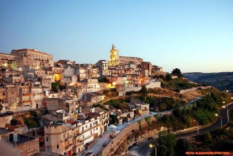 https://www.ragusanews.com//immagini_articoli/05-10-2018/monterosso-almo-festa-famiglia-500.jpg