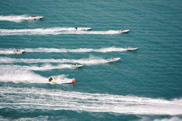 https://www.ragusanews.com//immagini_articoli/05-10-2019/l-offshore-a-marina-di-ragusa-500.jpg