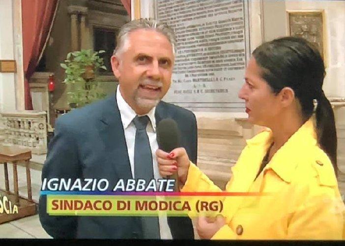 https://www.ragusanews.com//immagini_articoli/05-10-2019/striscia-la-notizia-e-l-assurda-vicenda-dei-tribunali-di-modica-e-ragusa-500.jpg