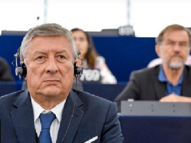 https://www.ragusanews.com//immagini_articoli/05-10-2020/leontini-sindaco-al-fotofinish-500.jpg