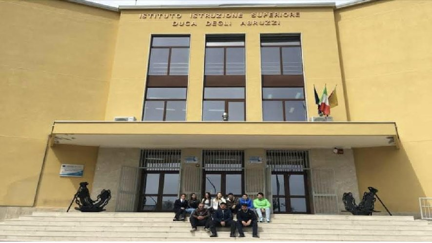 https://www.ragusanews.com//immagini_articoli/05-10-2020/positivo-all-istituto-duca-degli-abruzzi-classe-e-prof-in-quarantena-500.jpg