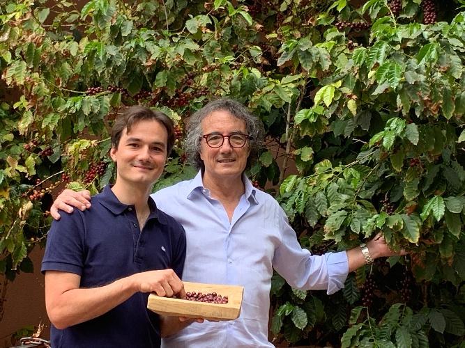 https://www.ragusanews.com//immagini_articoli/05-10-2021/1633413046-buongiorno-col-caffe-siciliano-primato-nazionale-foto-video-5-500.jpg