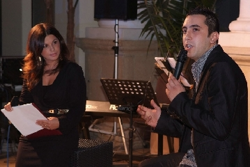 http://www.ragusanews.com//immagini_articoli/05-11-2011/ispica-giuseppe-guarnieri-ha-presentato-il-suo-primo-album-il-video-240.jpg