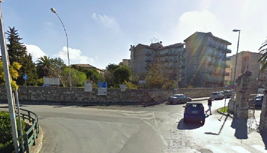 http://www.ragusanews.com//immagini_articoli/05-11-2014/modica-c-e-chi-inverte-i-segnali-stradali-500.jpg