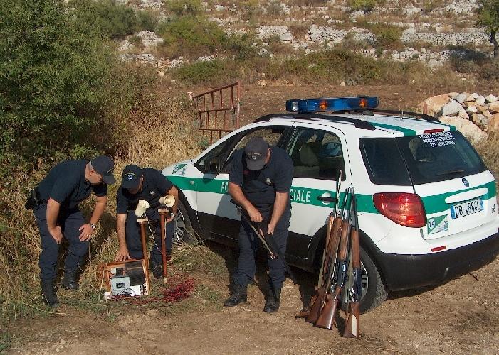 http://www.ragusanews.com//immagini_articoli/05-11-2015/polizia-provinciale-denuncia-otto-cacciatori-500.jpg