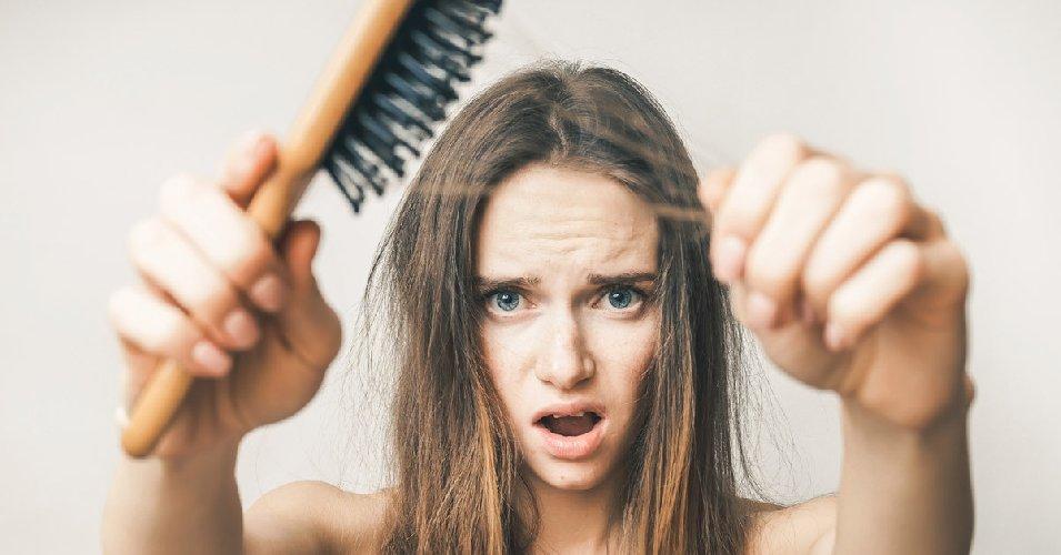 https://www.ragusanews.com//immagini_articoli/05-11-2019/la-dieta-la-caduta-dei-capelli-500.jpg