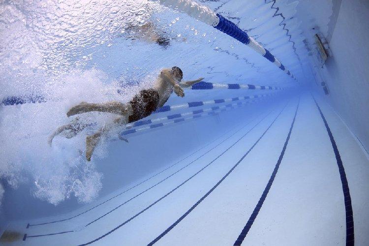 https://www.ragusanews.com//immagini_articoli/05-11-2019/la-dieta-per-chi-va-in-piscina-500.jpg