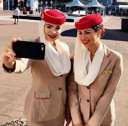 https://www.ragusanews.com//immagini_articoli/05-11-2019/vuoi-fare-la-hostess-emirates-cerca-anche-steward-500.jpg