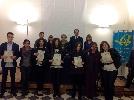 http://www.ragusanews.com//immagini_articoli/05-12-2015/consegnate-le-borse-di-studio-in-memoria-del-preside-zisa-100.jpg