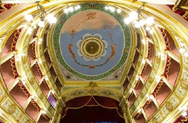 http://www.ragusanews.com//immagini_articoli/05-12-2016/riparte-la-stagione-del-teatro-vittoria-colonna-420.jpg
