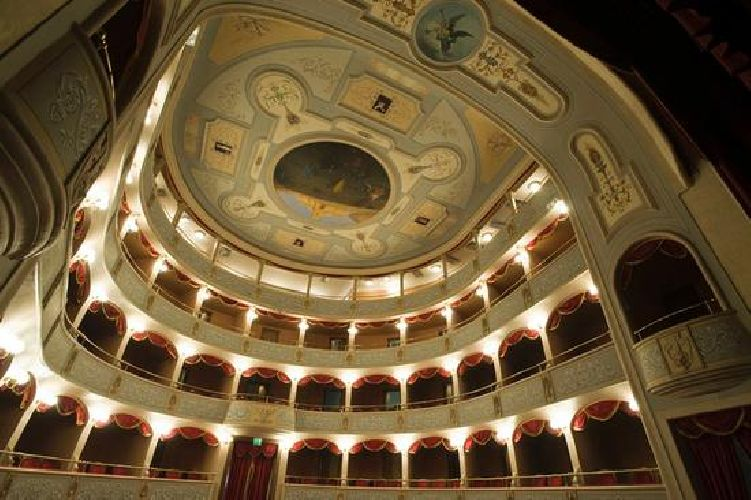 https://www.ragusanews.com//immagini_articoli/05-12-2017/gran-musica-lirica-sinfonica-teatro-garibaldi-500.jpg