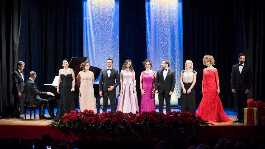 http://www.ragusanews.com//immagini_articoli/05-12-2017/ragusa-tenore-angelo-villari-teatro-bosco-500.jpg