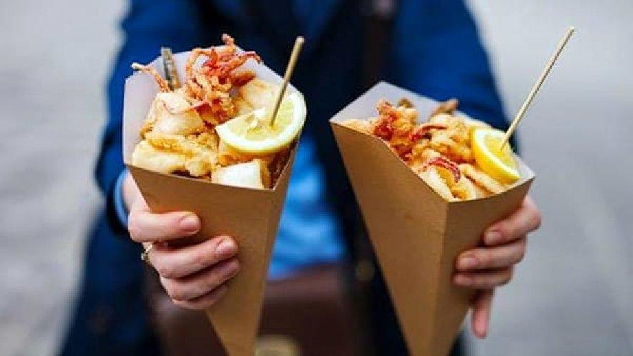 https://www.ragusanews.com//immagini_articoli/05-12-2018/bottega-sicula-street-food-fest-modica-levento-500.jpg