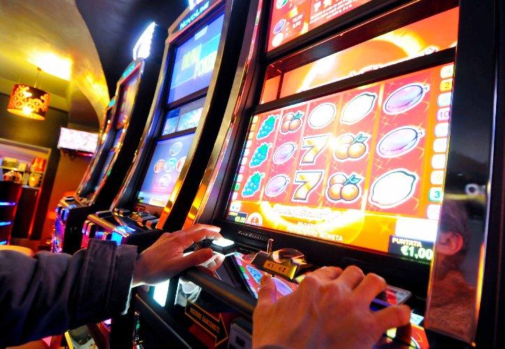https://www.ragusanews.com//immagini_articoli/05-12-2018/ordinanza-sale-giochi-centri-scommesse-scicli-500.jpg