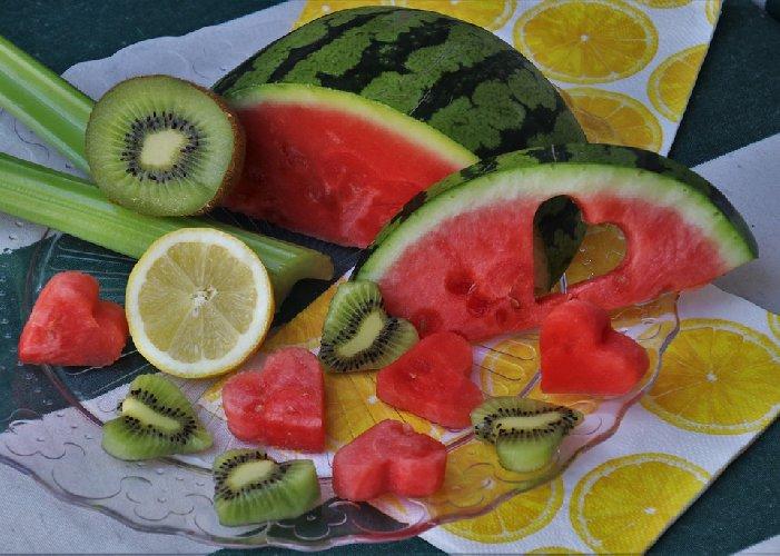 https://www.ragusanews.com//immagini_articoli/05-12-2019/dieta-10-alimenti-salva-cuore-per-sciogliere-i-grassi-arterie-500.jpg