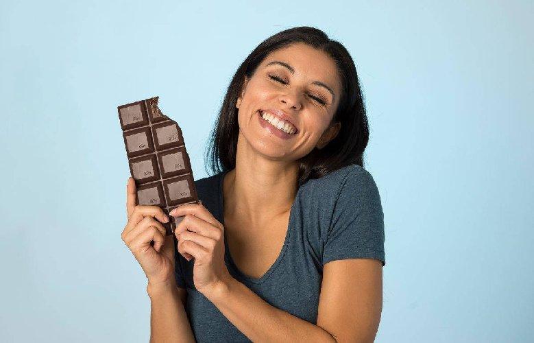 https://www.ragusanews.com//immagini_articoli/05-12-2019/la-dieta-cioccolata-mangiarla-aiuta-a-dimagrire-500.jpg