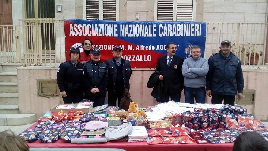 http://www.ragusanews.com//immagini_articoli/06-01-2016/la-befana-arriva-con-i-volontari-dei-carabinieri-500.jpg