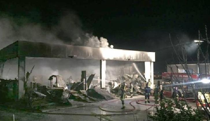 http://www.ragusanews.com//immagini_articoli/06-01-2017/grosso-incendio-zona-industriale-pozzallo-420.jpg