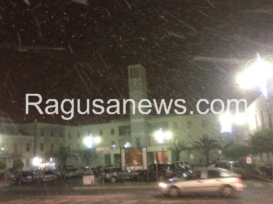 http://www.ragusanews.com//immagini_articoli/06-01-2017/ragusa-befana-portato-neve-420.jpg