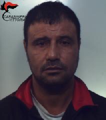 http://www.ragusanews.com//immagini_articoli/06-01-2018/acate-evade-domiciliari-arrestato-46enne-240.png
